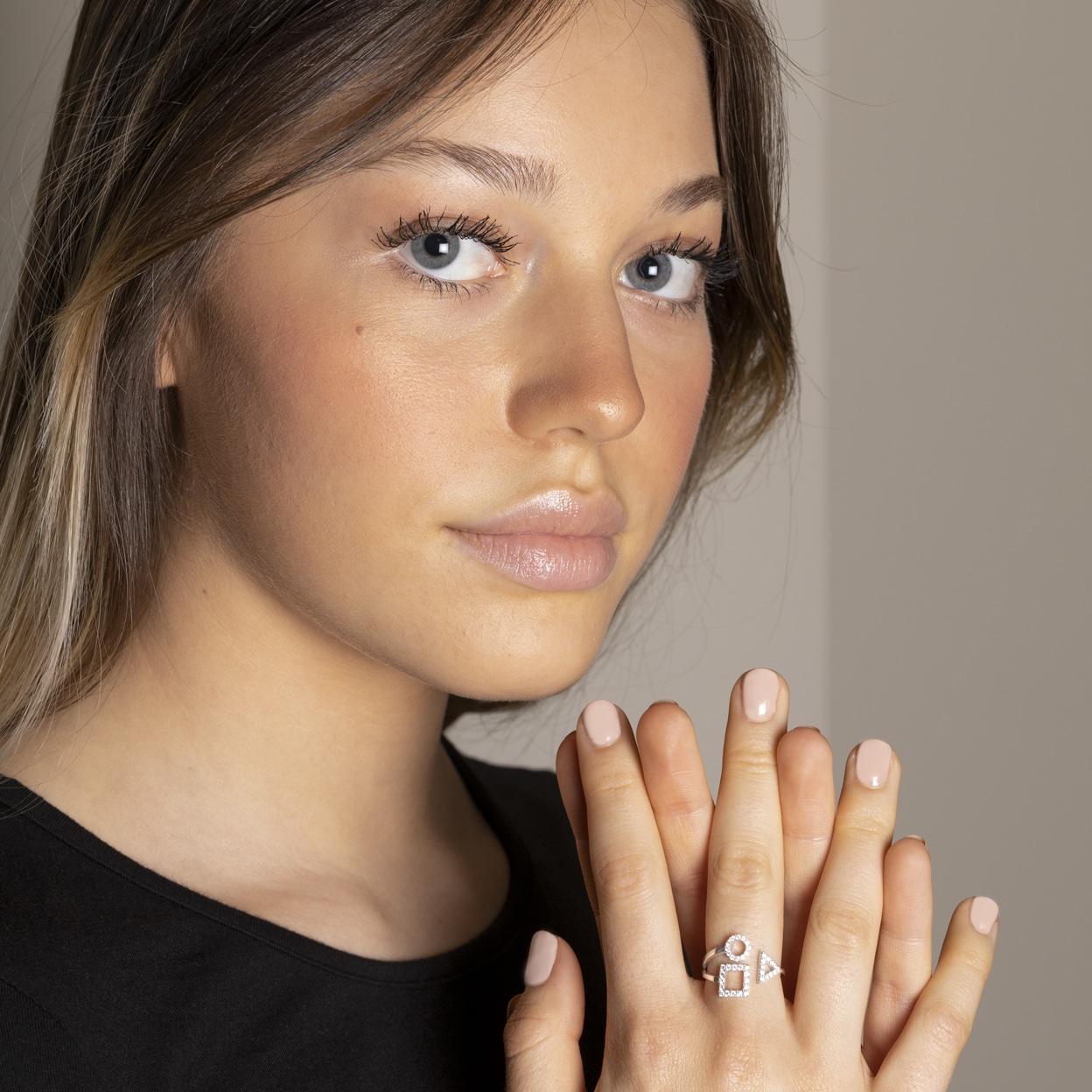 Bague 18k trilogie sertie de diamants pour un rendu moderne